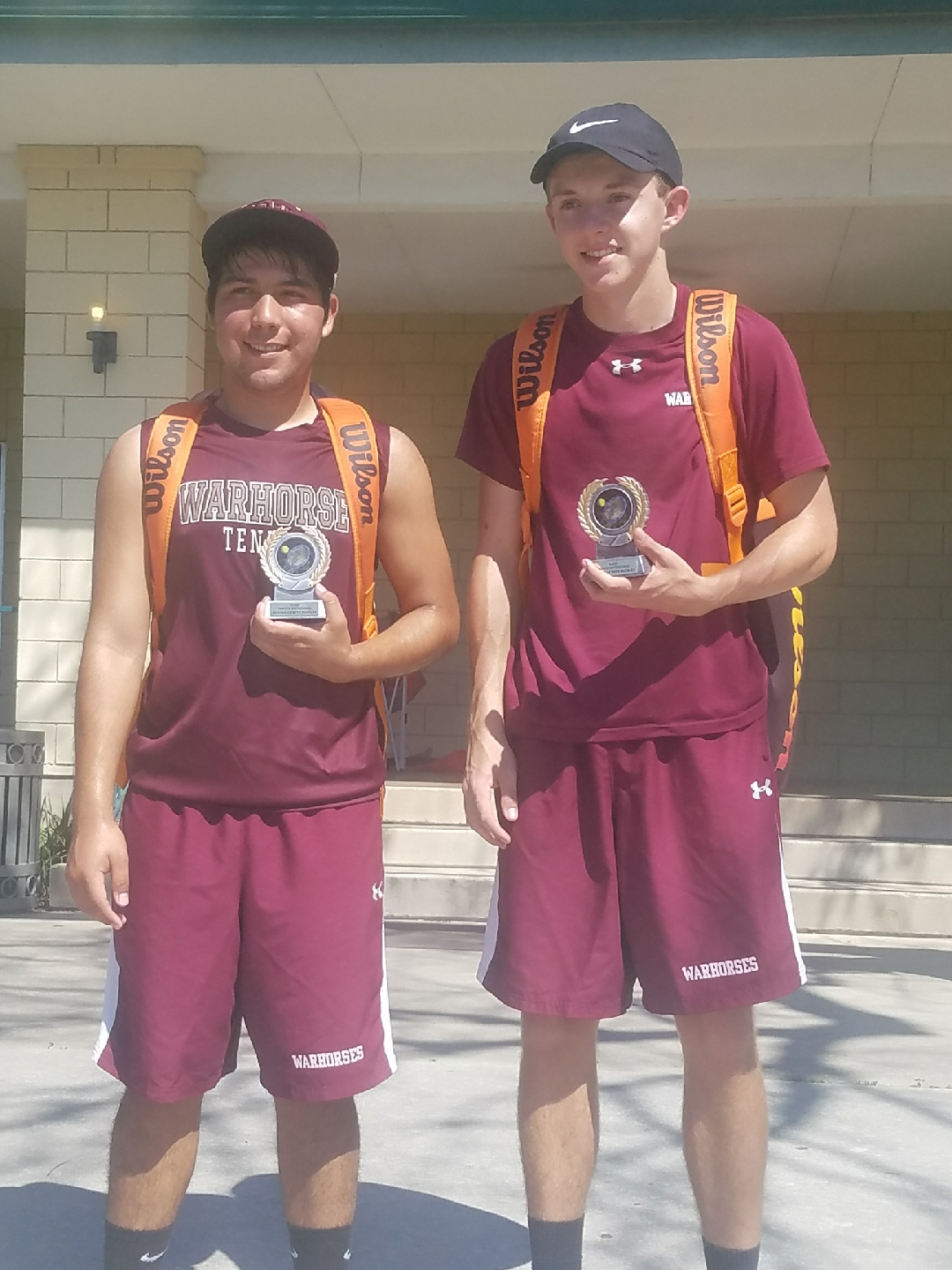 Devine tennis team competes well at Brackenridge Tournament
