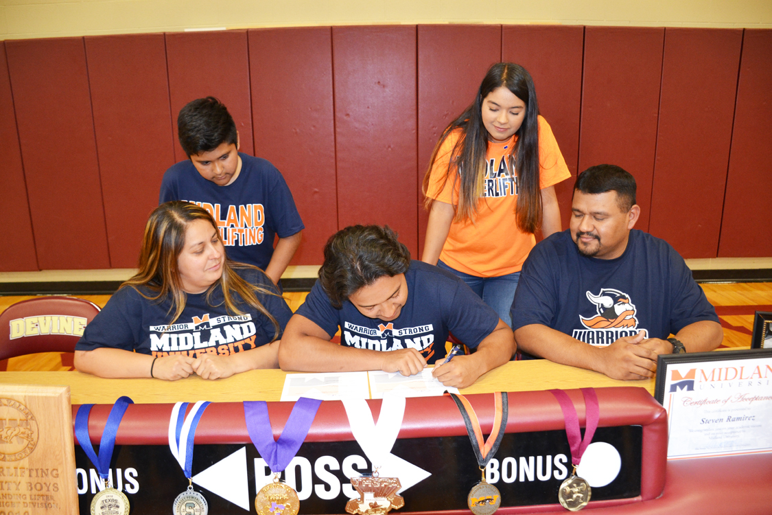 Ramirez signs letter of intent with Midland University