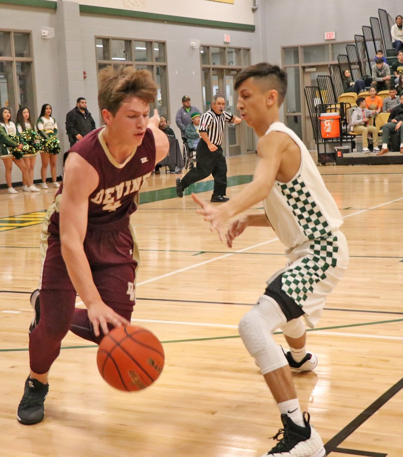 Warhorses come close in first district game