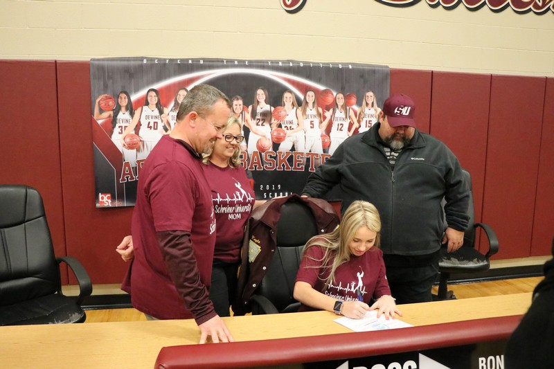 Busby signs to play golf for Schreiner University