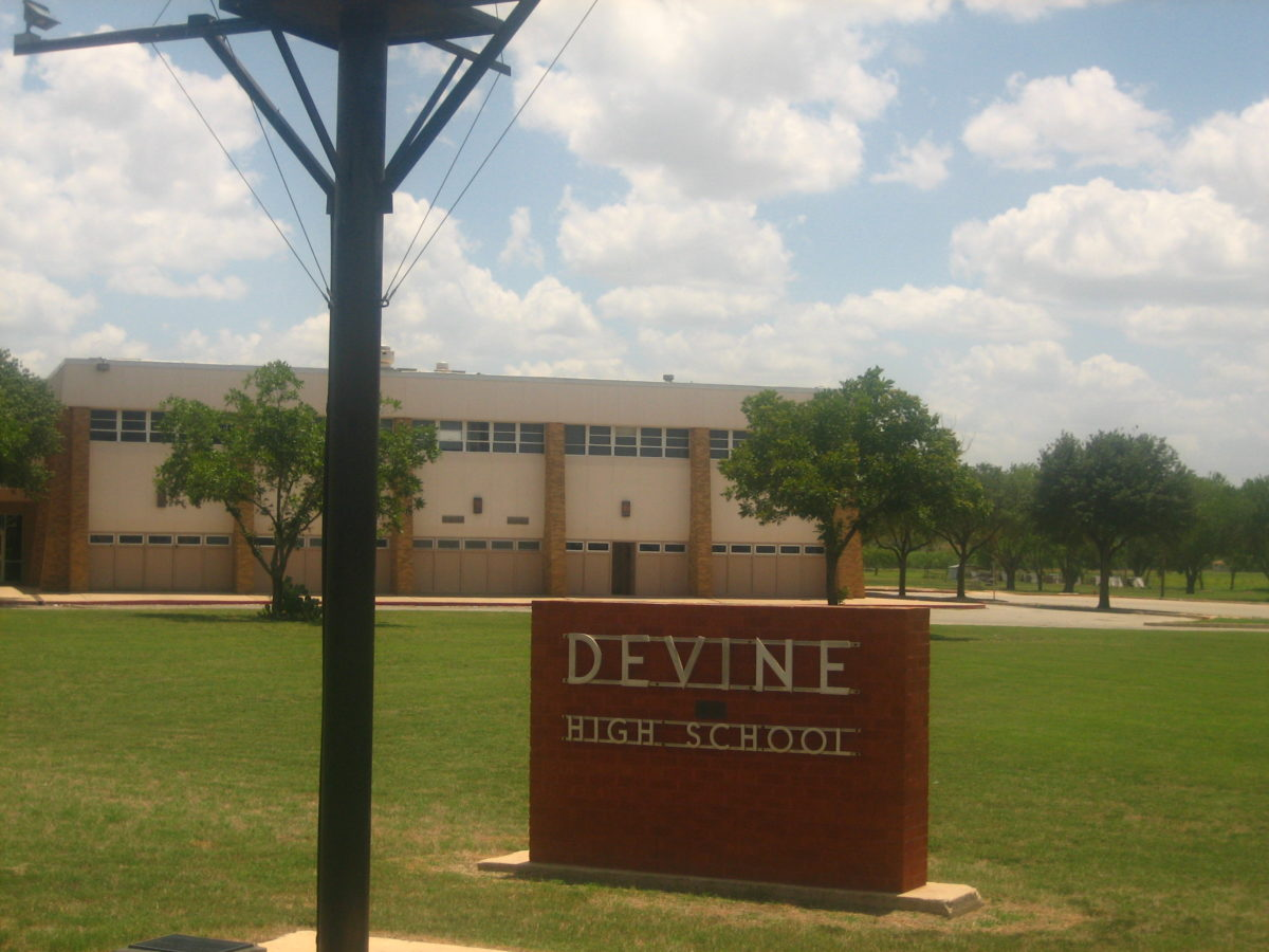Devine ISD calls for $13.9M bond election; priorities include 3 safe office vestibules, 10 classrooms, small gym, and tennis courts