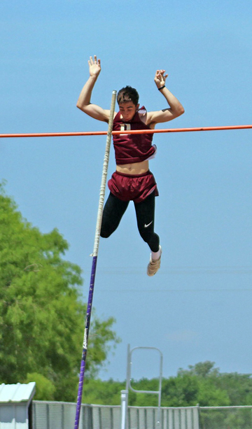 Featherly breaks school pole vault record