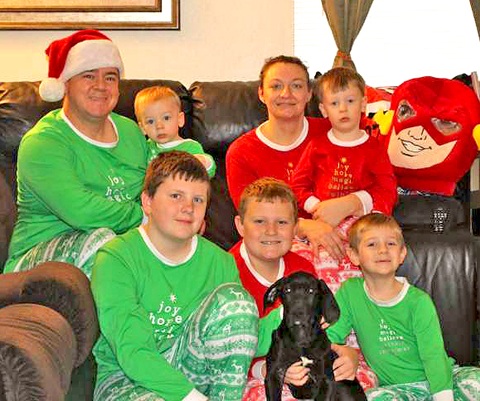 Family helps raise funds for family of 7 after unexpected and tragic loss of dad